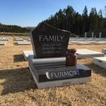 いずみ墓園の芝墓所に素敵なデザインのお墓が建ちました。