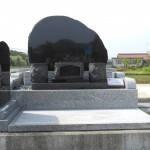 インド産「YKD」と中国産「白麗」のお墓(展示品)