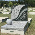 百合のお花の彫刻が素敵な洋型墓石が完成!!:仙台市いずみ墓園芝生墓地