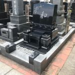 仙台市若林区のお寺様墓地にて、福島県産浮金石(黒御影)の花彫刻の入った素敵なお墓が完成しました