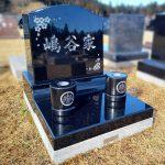 仙台市いずみ墓園にて、インド産TBK(黒御影石)のお墓を建立。彫刻が映える、上品で高級感ある仕上がり